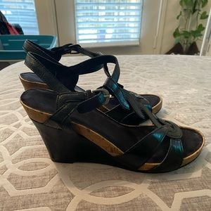 EUC Aerosoles Soft Plush Black Wedges. Size 10